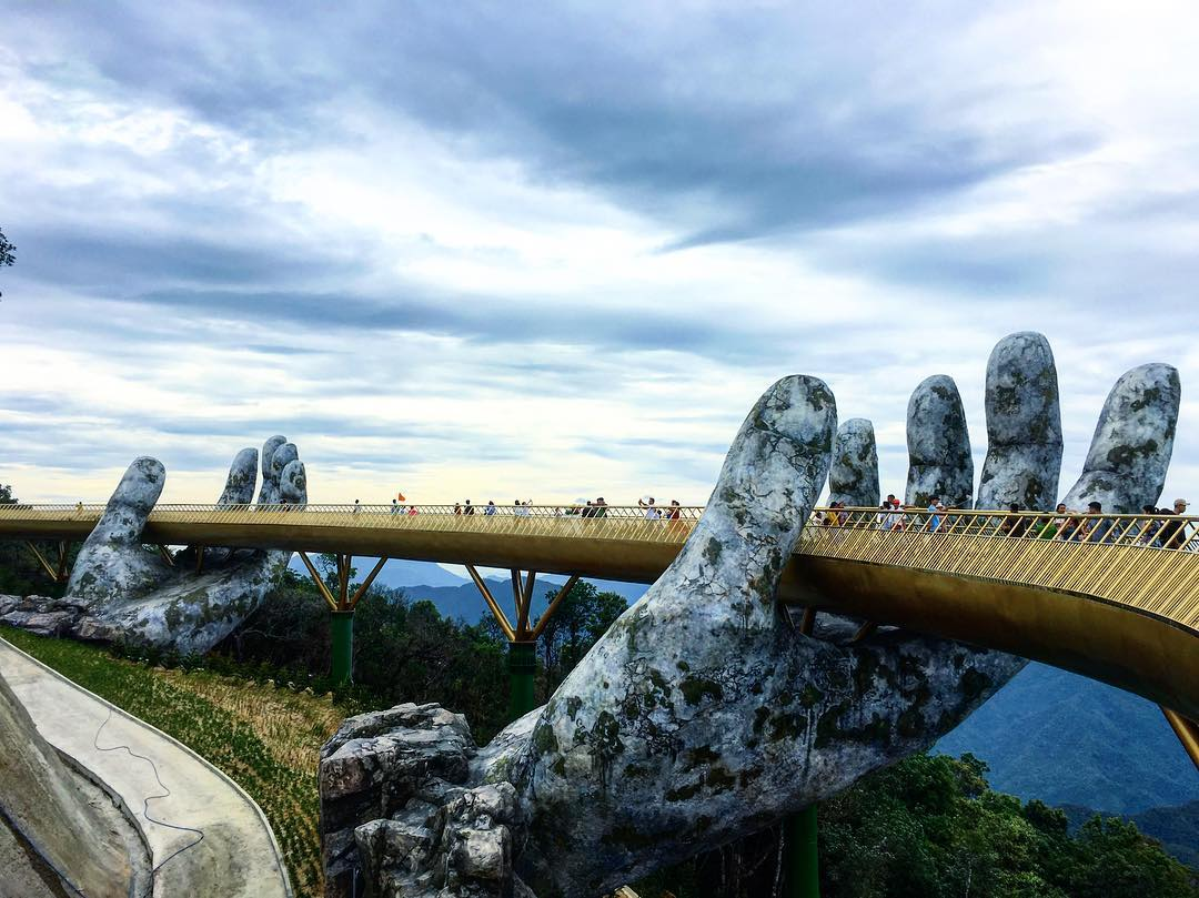 Our Simple Tips For Visiting Ba Na Hills & The Golden Bridge!